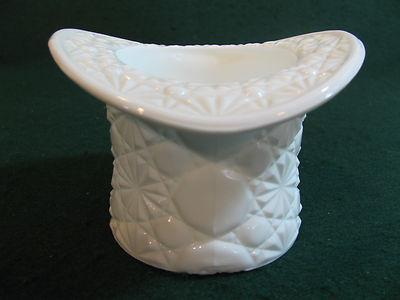 Fenton Milk Glass DAISY & BUTTON Top Hat #1993