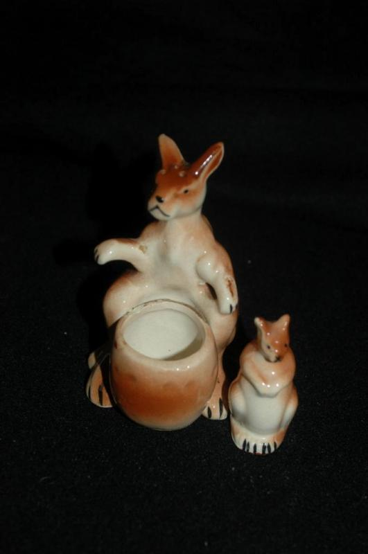 kangaroo salt pepper shaker with baby Joey