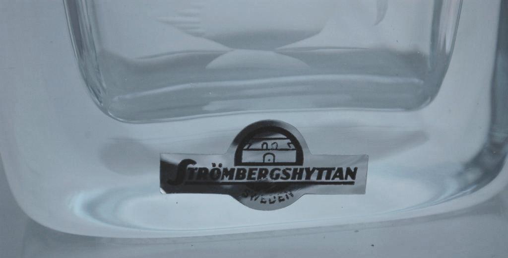STROMBERGSHYTTAN HAND BLOWN CRYSTAL ENGRAVED SWAN  VASE SWEDEN SCANDINAVIAN