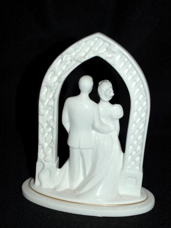 Lenox Bride & Groom Porcelain Cake Topper Vintage PROMISES COLLECTION