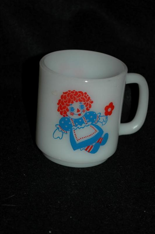 Raggedy Ann and Andy    Pyrex milk glass    vintage coffee cup or mug