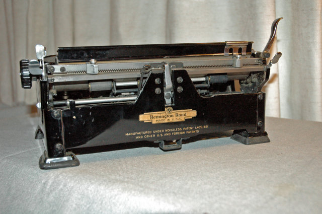 Remington Noiseless PortableTypewriter in CASE