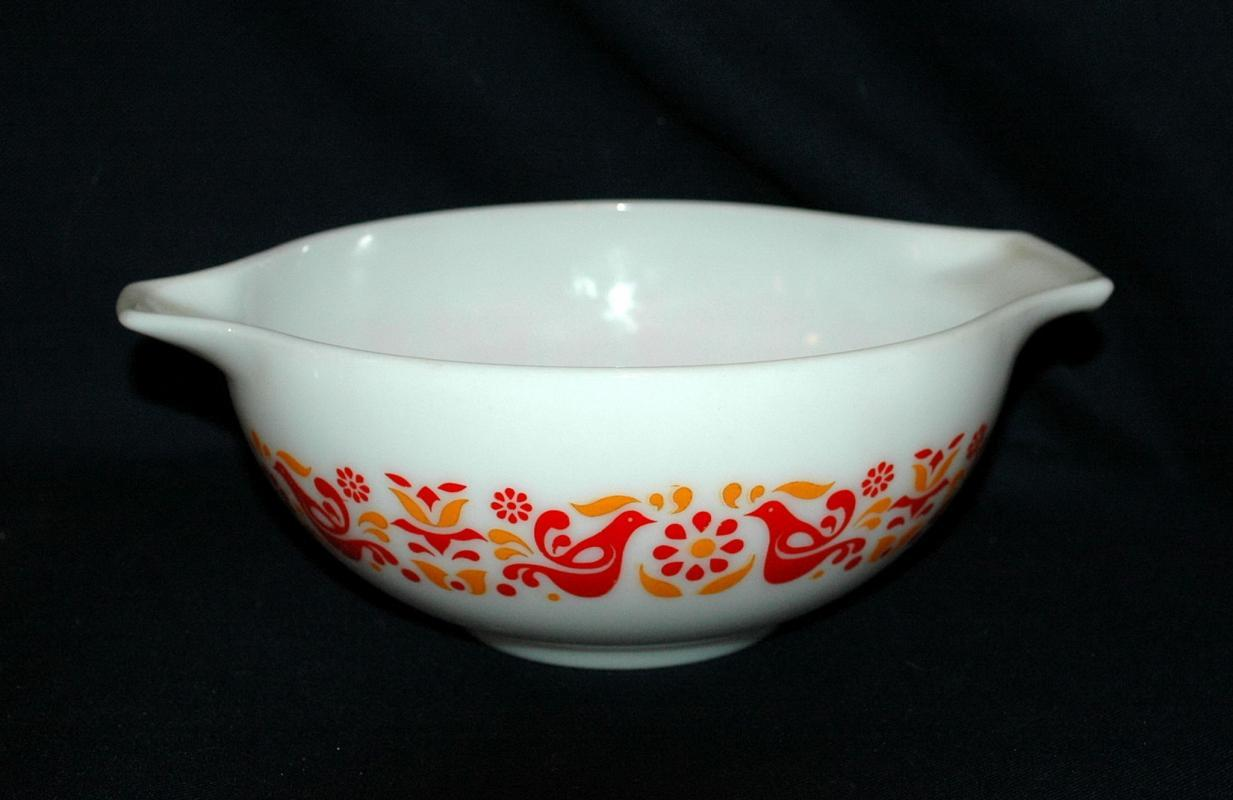 Vintage Pyrex Cinderella  Friendship  Bird pattern 2 1/2quart  #443 mixing bowl