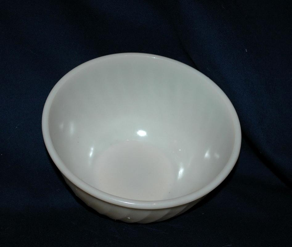 Fire King Oven Glass Off White Swirl Mixing Bowl 9