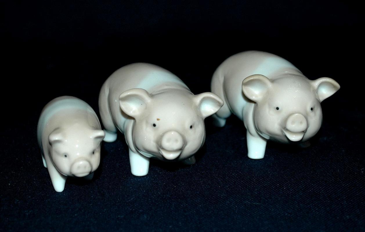 Set of 3 Otagiri Pigs , Family