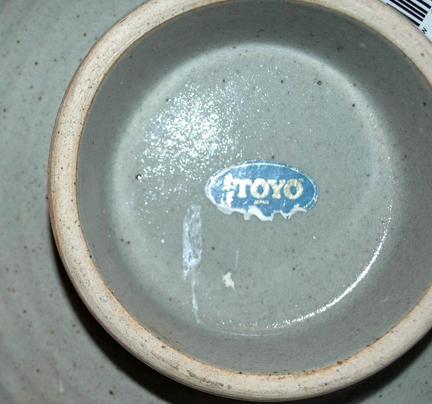 Toyo Japanese Stoneware Pottery Footed Shallow Bowl or Dish