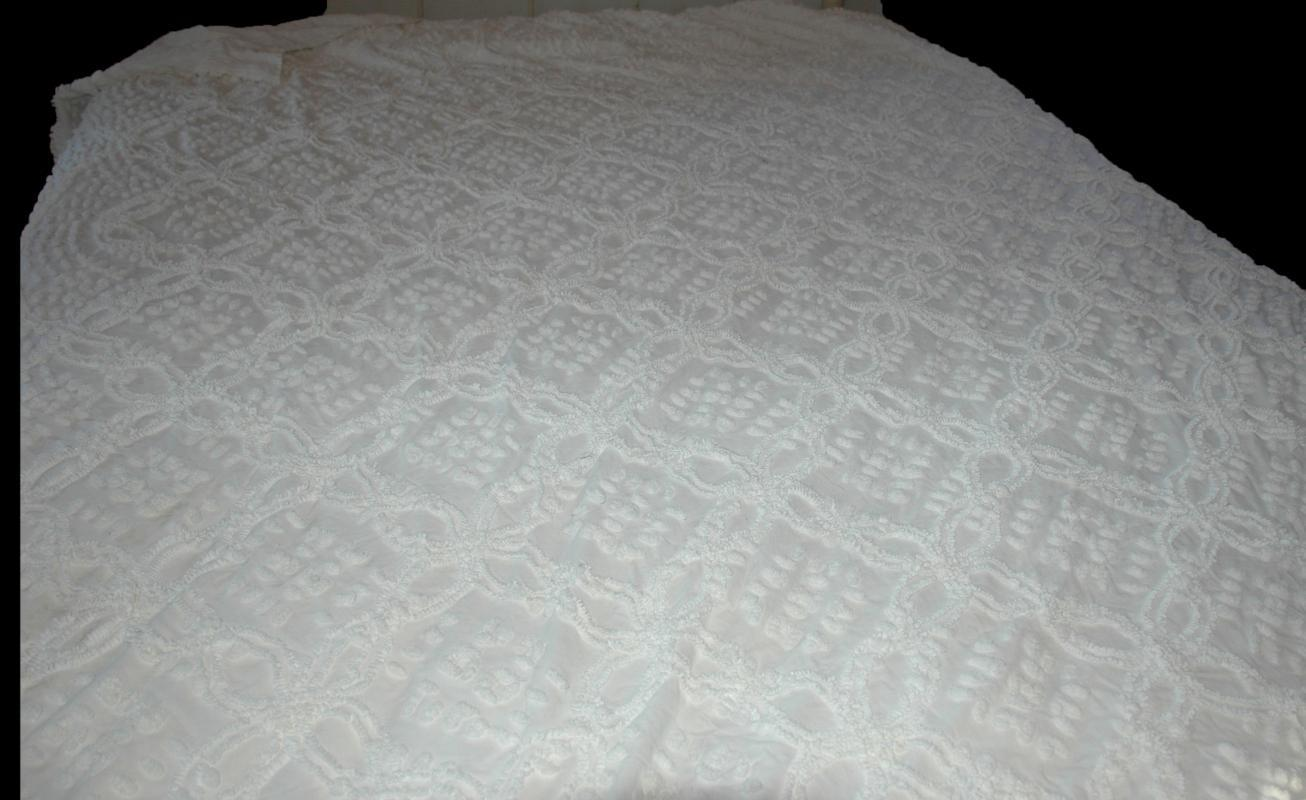 2 White Chenille Twin Bedspeads/ Matching
