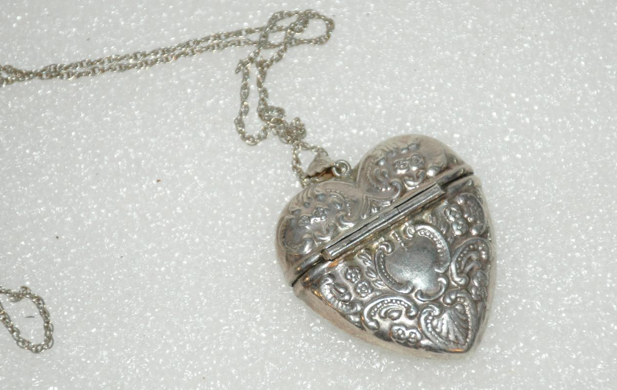 SOLID STERLING SILVER HEART MATCH SAFE VESTA PILL CASE ON CHAIN