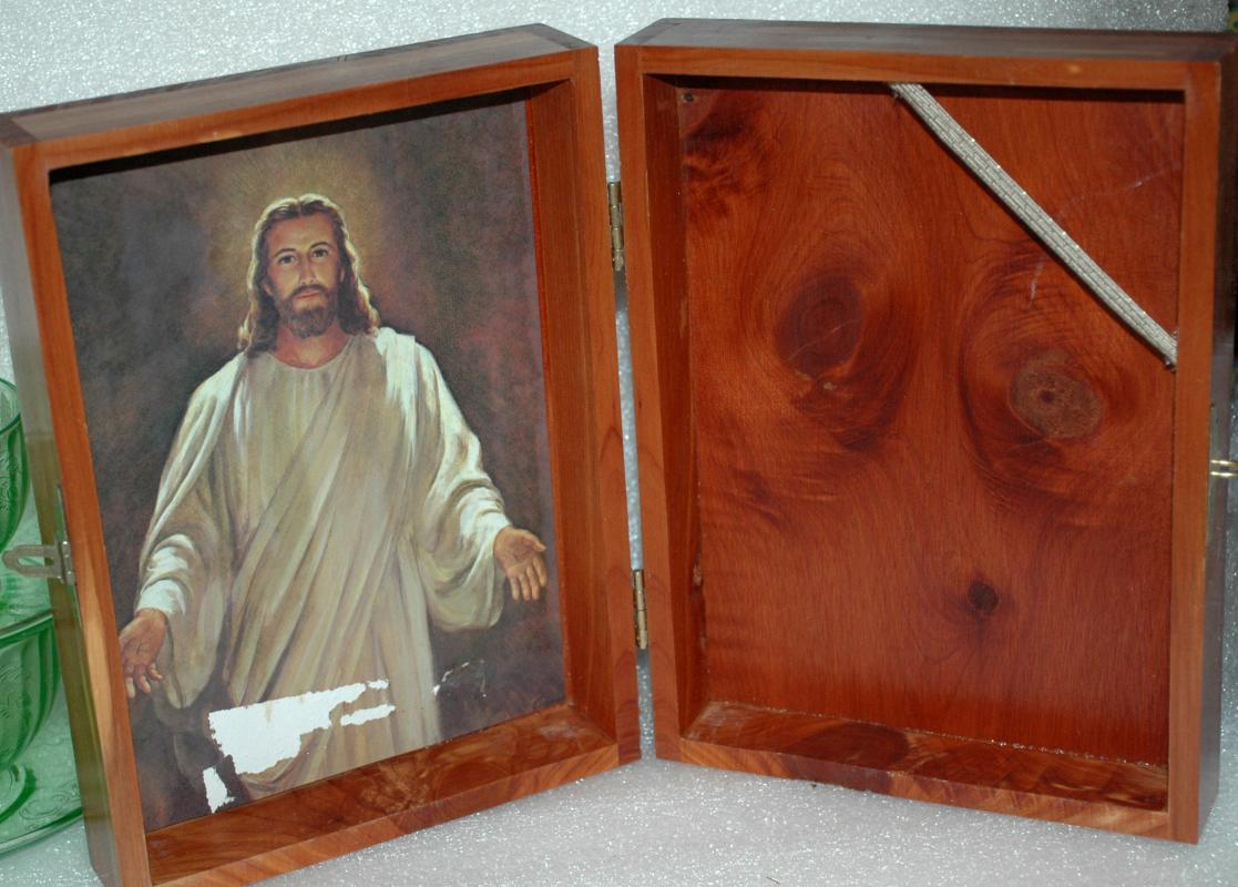 Cedar Wood Bible Box  , lovely wood grain figure with knots