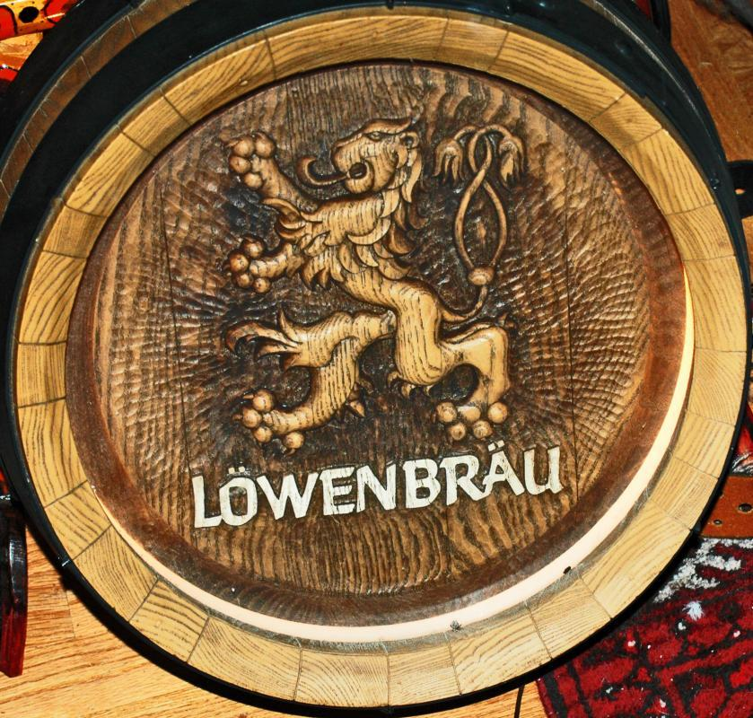Lowenbrau  Beer  Lighted Wood Barrel Top  Keg Bar Sign