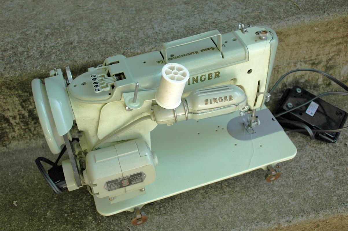 INDUSTRIAL STRENGTH SINGER 319W SEWING MACHINE with Booklet