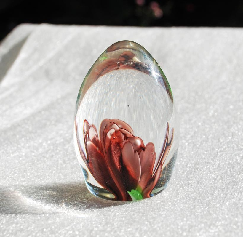 Vintage ART GLASS Egg Paperweight  Lily  Flower SDS Seapoot Group