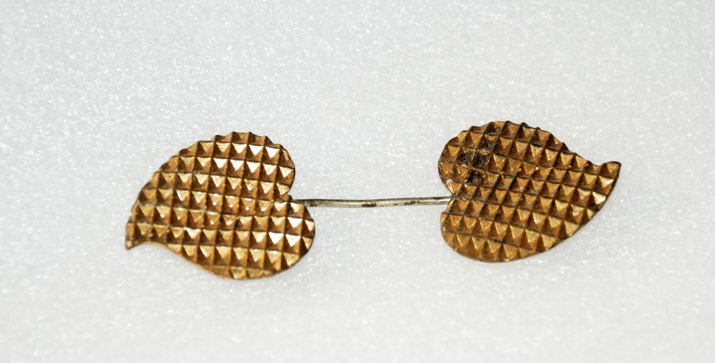 Antique Jabot Pin Waffle Texture Leaves / Brass