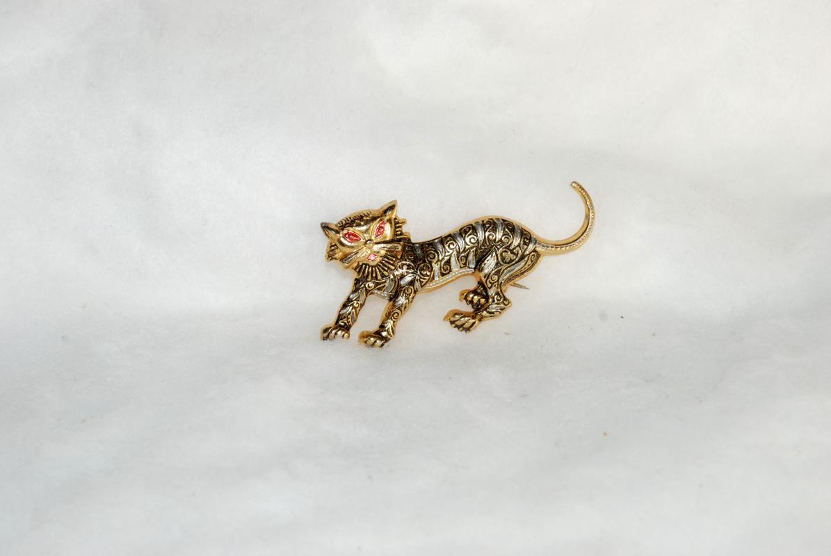 Vintage Gold  & Black Spanish Damascene Cat with Pink Enamel Eyes