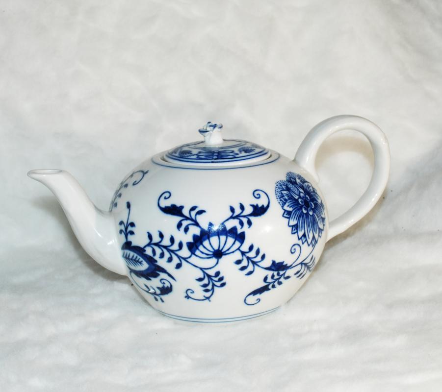 ORIGINAL ZWIEBELMUSTER BOHEMIAN BLUE ONION TEA POT