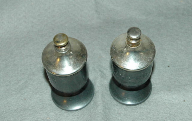 Pasnik Shakeless Cellers salt & pepper dispensers