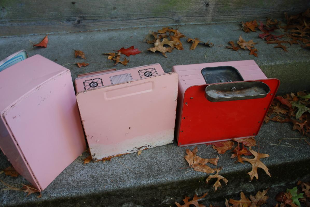 WOLVERINE PINK METAL KITCHEN PLAY SET (STOVE, REFRIGERATOR, SINK) Vintage Child's Playset or Doll Accessories