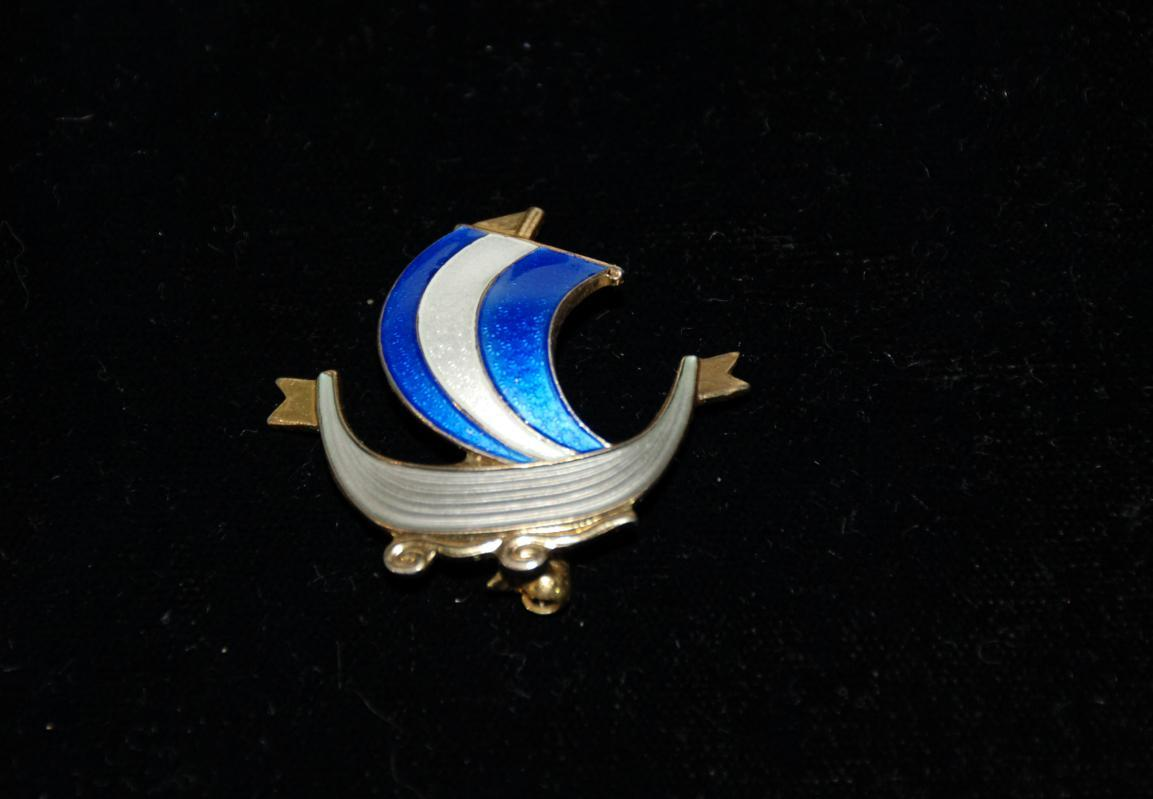 VINTAGE AKSEL HOLMSEN STERLING SILVER ENAMEL VIKING SHIP BROOCH PIN NORWAY