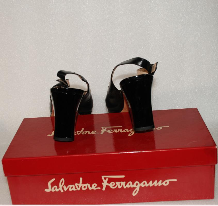 Vintage Salvatore Ferragamo Patent  Leather Sling Back Pumps  Galizia  Florence Italy  size 8B