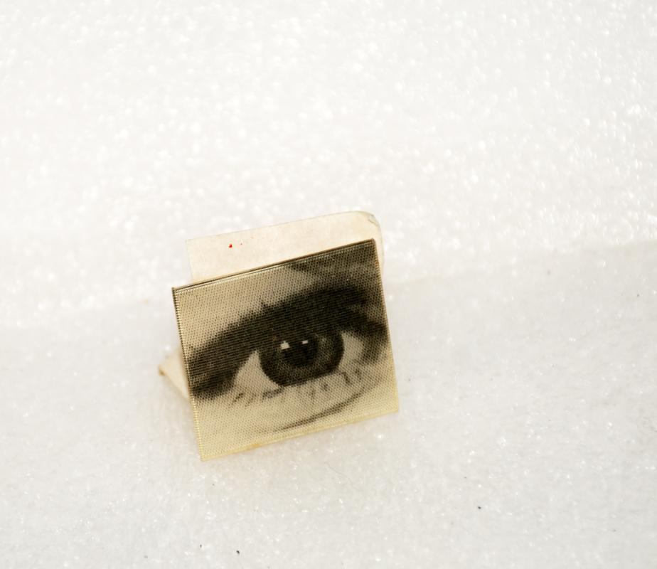 Lenticular eye wink pin, vintage 60's