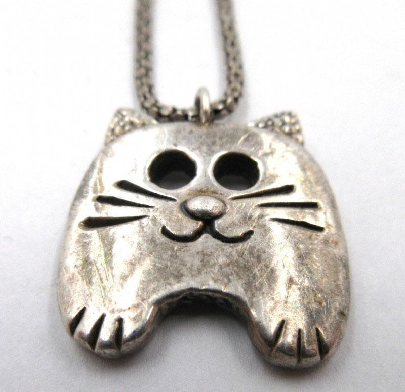 Sterling Cat Head Pendant Necklace Adorable  6.7g
