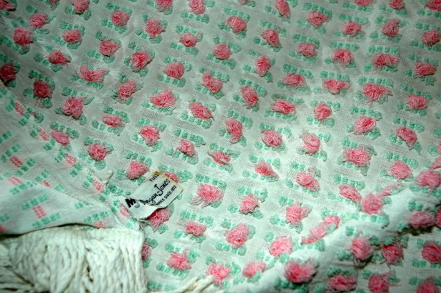 VINTAGE WHITE WITH PINK ROSES CHENILLE BEDSPREAD
