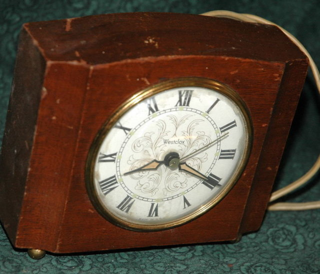 Vintage Electric Westclox   desk or mantle clock - fixer or parts