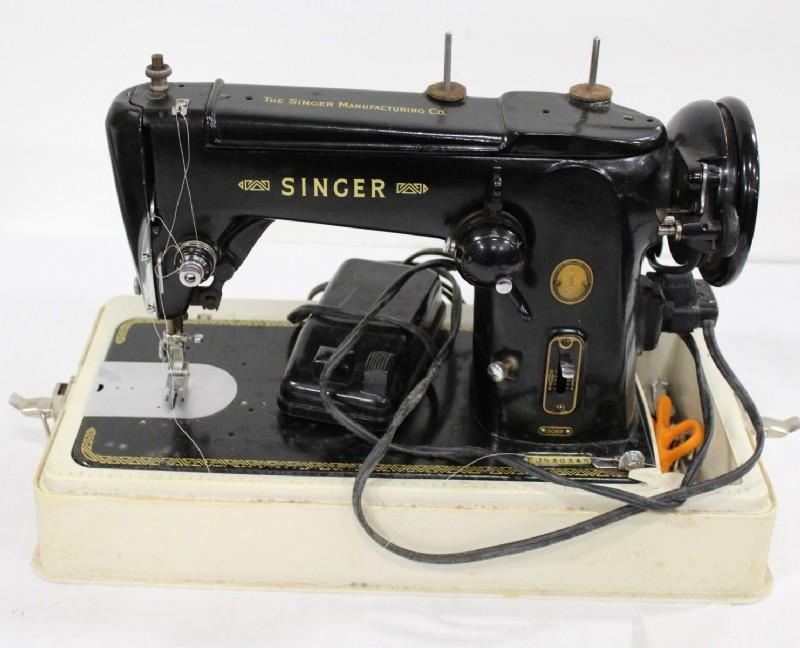 Singer 306K Zig Zag Sewing Machine with case