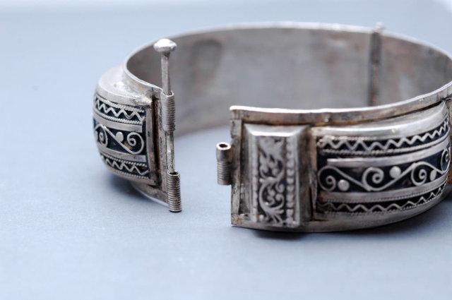 Ornate  Egyptian Silver Hinged Bangle Bracelet