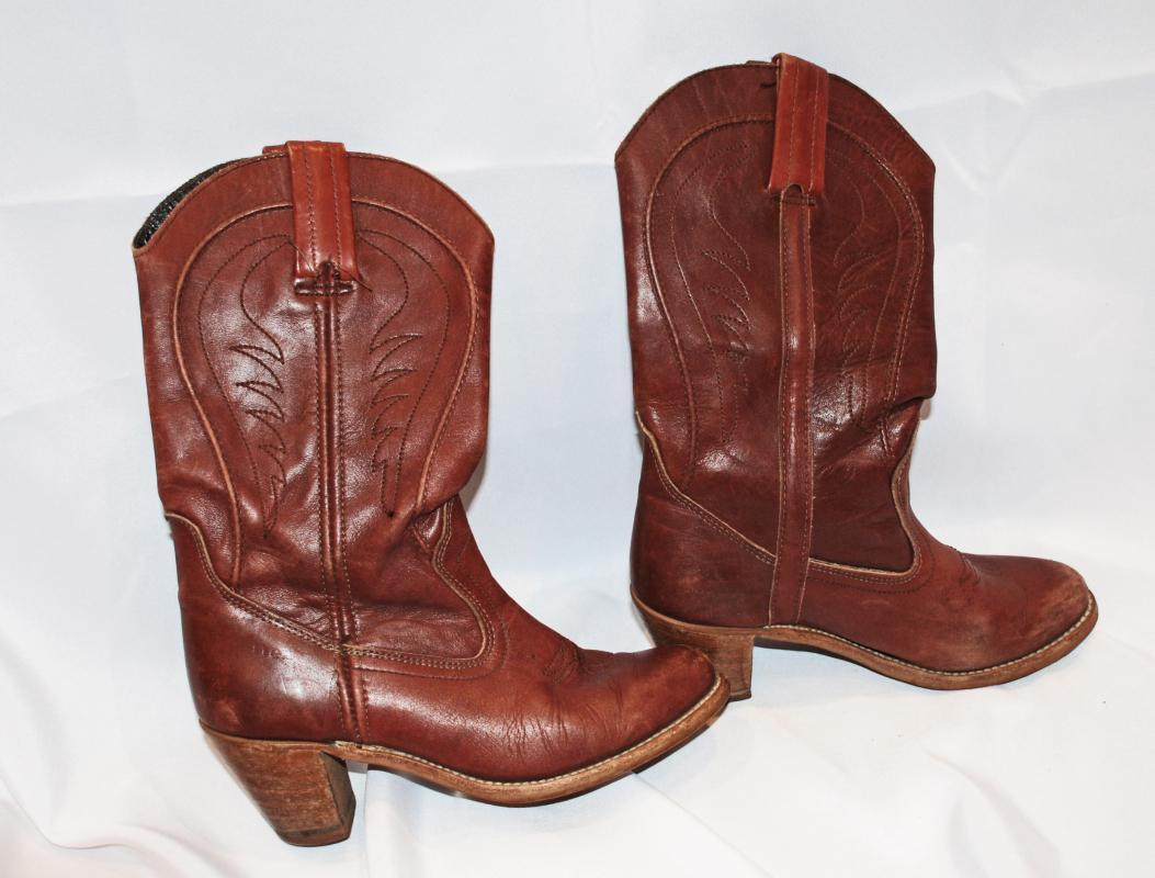 Cowgirl Western Leather Boots Vintage Dexter Size 8 med Oxblood Cognac Color  ( woman's)