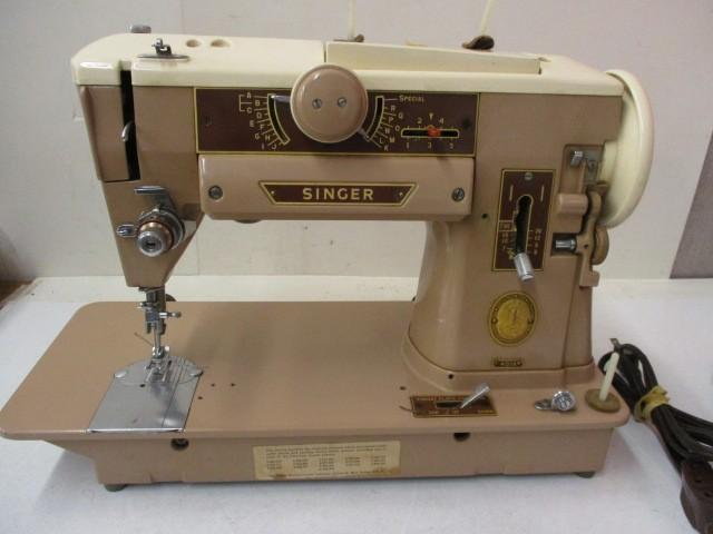 Vintage Singer Sewing Machine Slant  401A   Zig Zag and other decorative Stitches.