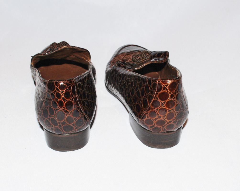 Stuart Weiztman 9 S Vintage Brown Moc Crocodile  Loafers with Tassels