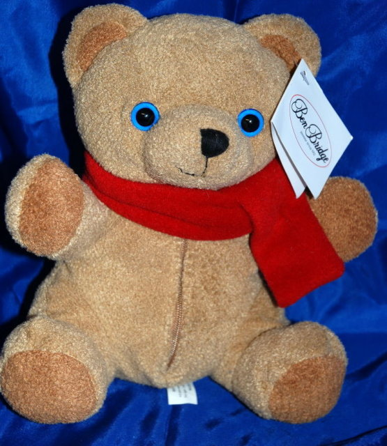 Ben Bridge Jeweler  Benny Bear 2001 with gift pouch