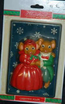 Cute Mice Couple  Christmas Aglow Switch Plate New in Package from the House of Lloyd
