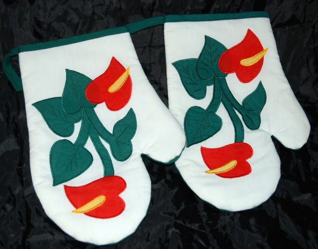Pair Hawaiian Anthurium AppliqueOven Mitts  Pot Holders