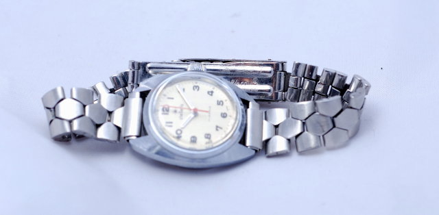 Vintage Ladies Stellaris 17 Jewel Watch /Red Second hand
