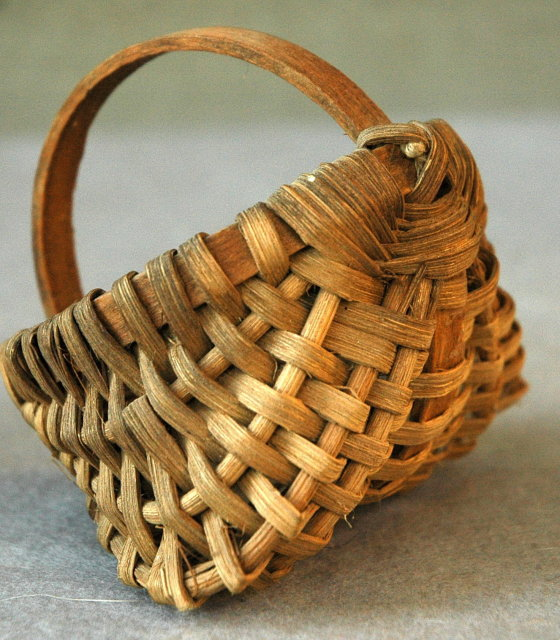 Miniature Splint Oak Buttocks Basket  Kentucky  Folk Art