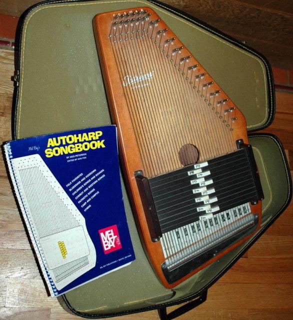 Oscar Schmidt  Autoharp in case with song book