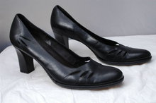 Vintage Etienne Aigner Black Heels Pumps with Cut outs size 8.5 M