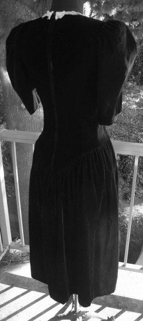 Velvet Lace Dress Princess Cut  size 5-6 by Applauzz