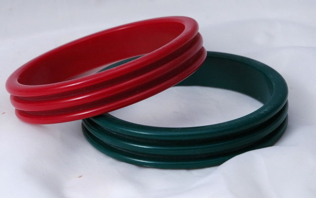Bakelite or Lucite Bangles Pair Green & Red  Set