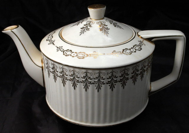 Saddler  England Teapot  Cream with Gold Trim  **PRICE REDUCTION**!