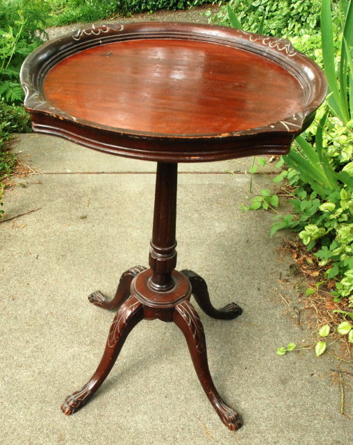 Antique Claw Foot Pie Crust Top   Tea Table  *** PRICE REDUCED!***