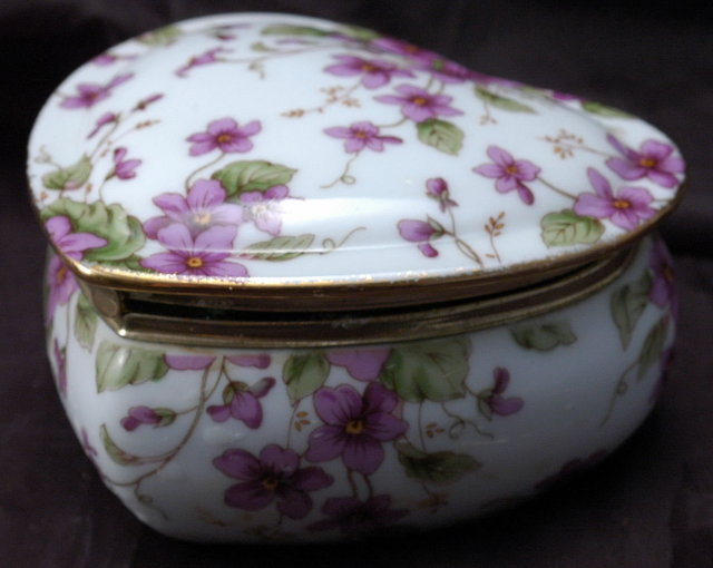 Lefton Porcelain  Musical Heart Tinket box
